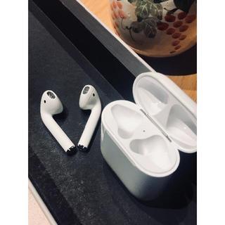 アップル(Apple)の超美品 Apple アップル Airpods イヤホン 左右耳用 L+R+ケース(その他)