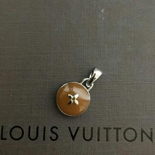 ルイヴィトン(LOUIS VUITTON)の清楚で合わせやすいシルバー☆LOUIS VUITTON☆可愛いブラウン系トップ!(ネックレス)