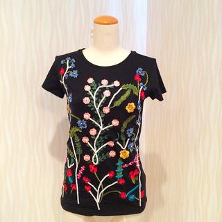 アリスアンドオリビア(Alice+Olivia)の新品タグ付き alice+olivia 花柄 刺繍 Tシャツ(Tシャツ(半袖/袖なし))