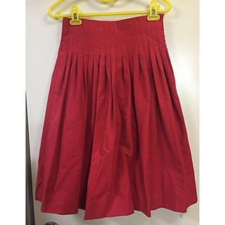 アミウ(AMIW)の赤 タック スカート レッド 日本製(ひざ丈スカート)