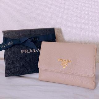 プラダ(PRADA)の[美品]プラダ 二つ折り財布 ピンクベージュ(財布)