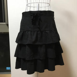 クチュールブローチ(Couture Brooch)のクチュールブローチ三段フリル黒スカート(ひざ丈スカート)