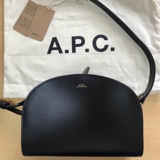 アーペーセー(A.P.C)のapc ハーフムーンバッグ 新品未使用(ショルダーバッグ)