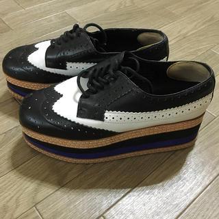 ジェフリーキャンベル(JEFFREY CAMPBELL)の新品同様ジェフリーキャンベル 厚底 プラットホーム オックスフォード 7M 24(ローファー/革靴)