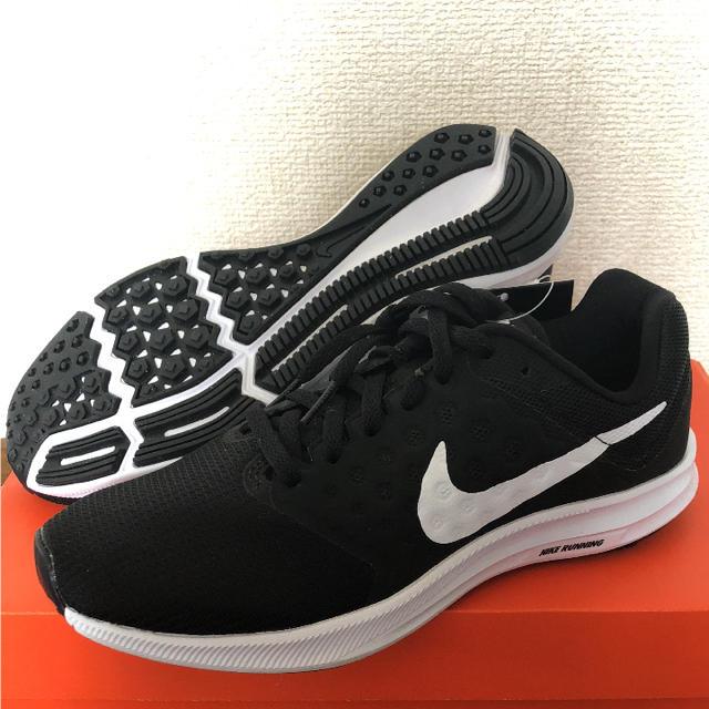 NIKE(ナイキ)のナイキ NIKE 新品未使用 23.5cm ウィメンズ ダウンシフター  7 レディースの靴/シューズ(スニーカー)の商品写真