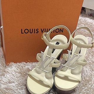 ルイヴィトン(LOUIS VUITTON)のルイヴィトン ウェッジソール ヒール レディース 靴 美品 ロゴマーク パンプス(ハイヒール/パンプス)