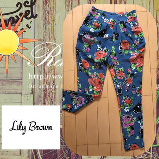 リリーブラウン(Lily Brown)のLily brown 透け感がオシャレな花柄クロップドパンツ(クロップドパンツ)