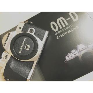 オリンパス(OLYMPUS)のOM-D E-M10 Mark III ダブルレンズキット(ミラーレス一眼)