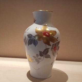 オオクラトウエン(大倉陶園)の大倉陶園 金彩色白磁器  花瓶(花瓶)