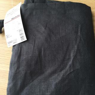 ムジルシリョウヒン(MUJI (無印良品))の無印 肩掛けエプロン 墨黒M 新品(収納/キッチン雑貨)
