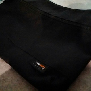 ジーユー(GU)のほぼ新品GU サコッシュ 肩掛けバッグ 黒色ブラック サブバッグ ミニバッグ(ボディーバッグ)