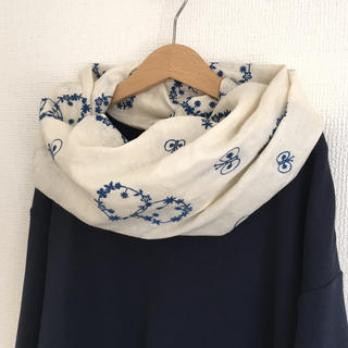 贅沢 刺繍のねじりスヌード 検)check&stripe ミナペルホネン(スヌード)