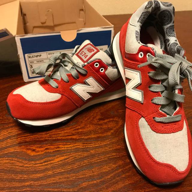 New Balance(ニューバランス)のchim様【新品】new balance ニューバランス KL574 赤 レディースの靴/シューズ(スニーカー)の商品写真