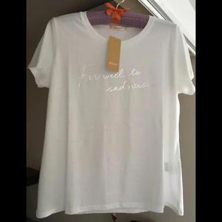 ベルーナ(Belluna)の【新品】BELLUNA 箔ロゴプリント 白Tシャツ(Tシャツ(半袖/袖なし))