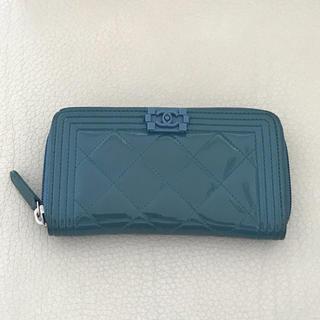 c60a83c16a50 シャネル(CHANEL)の美品 シャネル ボーイシャネル パテント コンパクトウォレット グリーン(財布