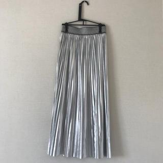 ザラ(ZARA)のシルバースカート(ロングスカート)