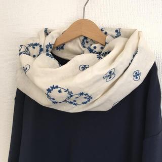 北欧風☆贅沢 刺繍のねじりスヌード 検)check&stripe ミナペルホネン(スヌード)
