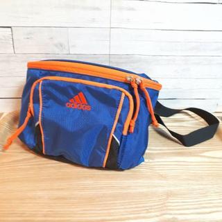アディダス(adidas)のadidas ウエストポーチ 青×オレンジ 500mlペットボトルも入ります(ウエストポーチ)