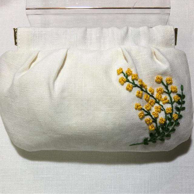 [もりまゆ様 専用ページです] 刺繍バネ口ポーチ ミモザ ハンドメイドのファッション小物(ポーチ)の商品写真