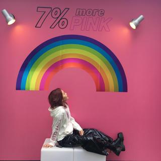 セブンパーセントモアピンク(7% more PINK)の7%morePINK グラフィックパーカー(パーカー)