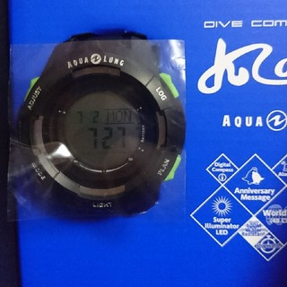 アクアラング(Aqua Lung)の2018年最新カラー アクアラング・カルム ソーラー式新品未使用(マリン/スイミング)