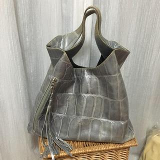 パピヨネ(PAPILLONNER)のオシャレなシルバー系のバッグ♡(ハンドバッグ)