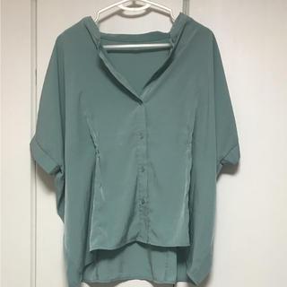 ジーユー(GU)のGU 半袖ブラウストップス グリーン(シャツ/ブラウス(半袖/袖なし))