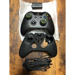 エックスボックス(Xbox)のXbox One コントローラーとワイヤレスチャージ付きその他おまけ付き【美品】(家庭用ゲーム本体)