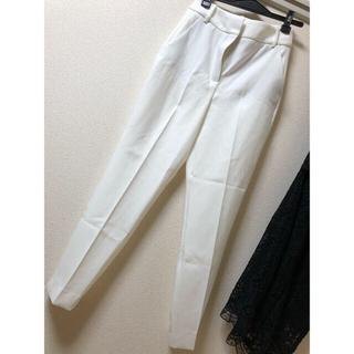 ザラ(ZARA)のザラ ZARA ベーシック xs ホワイト パンツ(クロップドパンツ)
