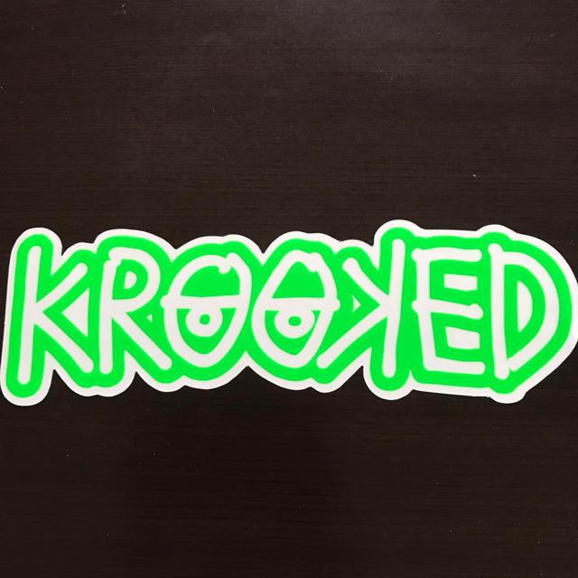 KROOKED(クルキッド)の【縦7.5cm横24cm】krooked ステッカー 大 自動車/バイクのバイク(ステッカー)の商品写真