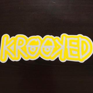 クルキッド(KROOKED)の【縦7.5cm横24cm】krooked ステッカー 大(ステッカー)