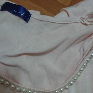 リサーチ(....... RESEARCH)のシャツ(ピンク)胸元にパールをあしらった上品なシャツです(Tシャツ(半袖/袖なし))