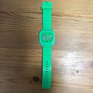 アディダス(adidas)のadidas 蛍光グリーン腕時計(腕時計)