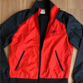 ナイキ(NIKE)のNIKEのジャケット(ナイロンジャケット)