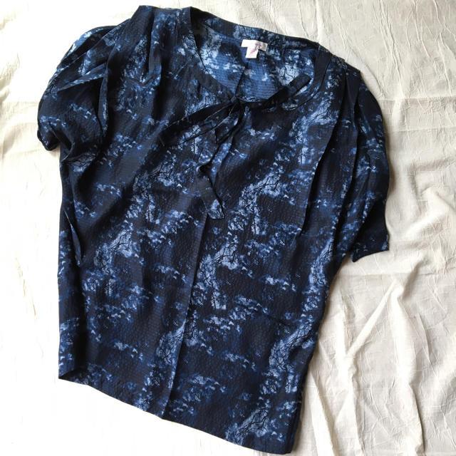 H.P.FRANCE(アッシュペーフランス)のデボラスウィーニー deborahsweeney シルクブラウス 元値四万 レディースのトップス(シャツ/ブラウス(半袖/袖なし))の商品写真