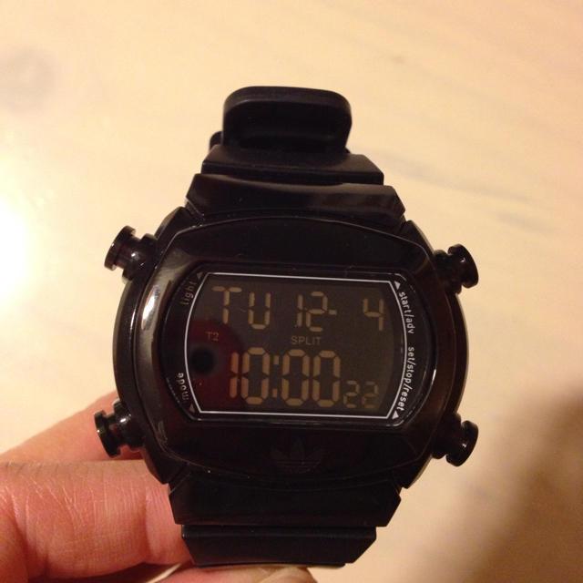 adidas(アディダス)のadidasブラック時計 レディースのファッション小物(腕時計)の商品写真