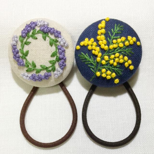 [まあぷり&すなっち様専用]刺繍ヘアゴム  ミモザ一枝 ハーフリネン   レディースのヘアアクセサリー(ヘアゴム/シュシュ)の商品写真