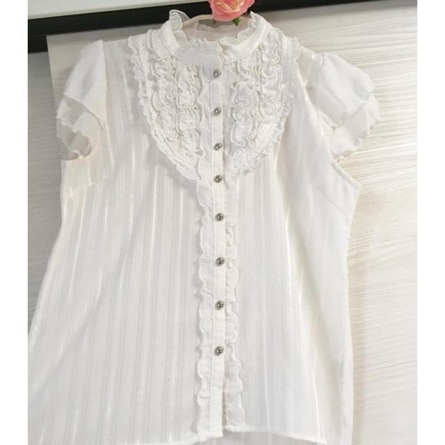 axes femme(アクシーズファム)のaxes femme フリルブラウス レディースのトップス(シャツ/ブラウス(半袖/袖なし))の商品写真