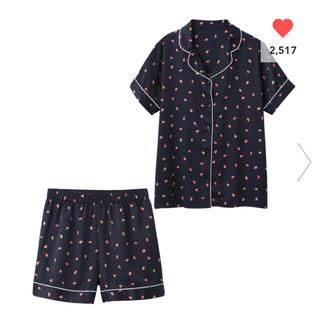 ジーユー(GU)の新品♡ パジャマ(半袖&ショートパンツ)(サテン・イチゴ)(パジャマ)