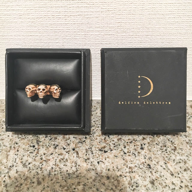 OPENING CEREMONY(オープニングセレモニー)のDelfina Delettrez デルフィナ デレトレズ トリプルスカルリング レディースのアクセサリー(リング(指輪))の商品写真