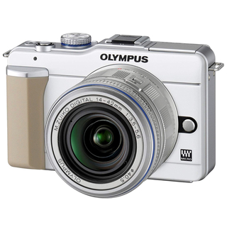 オリンパス(OLYMPUS)のミラーレスカメラ 新品未使用(ミラーレス一眼)