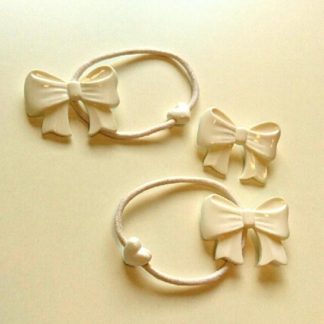 Heart E(ハートイー)のリボン髪ゴムとブローチのセット レディースのヘアアクセサリー(ヘアゴム/シュシュ)の商品写真