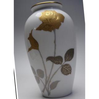 オクラ(OKURA)の大倉陶園 金蝕バラ文絵花瓶 フラワーベース.OKURA.花器(食器)