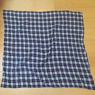 イチナナキュウダブルジー(179/WG)の送料込み☆チェック柄のスカーフ☆未使用品☆ネイビー☆ふんわり柔らか素材(バンダナ/スカーフ)