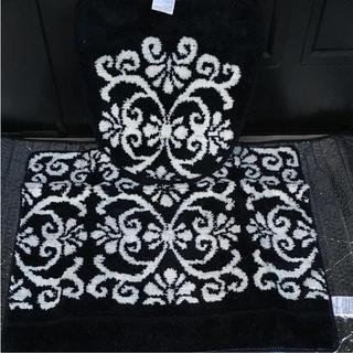 フランフラン(Francfranc)の黒×白.ダマスク柄.2点セット.蓋カバー&足元マット(トイレマット)