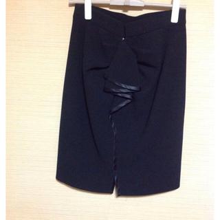 サカヨリ(sakayori)の《サカヨリ:sakarori》 バックフリルスカート(ひざ丈スカート)