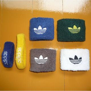 アディダス(adidas)のアディダス リストバンド 4色セット&おまけ 90s 旧ロゴマーク刺繍【送料込】(バングル/リストバンド)