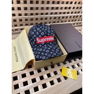 シュプリーム(Supreme)のシュプリーム 帽子  長財布 バレンシアガ トートバッグ 白  人気 (財布)