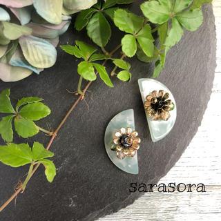 116 半月とお花のピアスORイヤリング(ピアス)