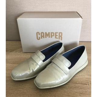 カンペール(CAMPER)のカンペール ローファー シルバー(ローファー/革靴)